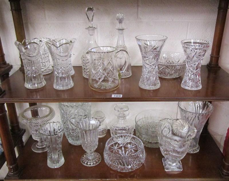 Lot 169 - 2 shelves of glass
