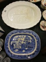 Lot 185 - 2 meat plates