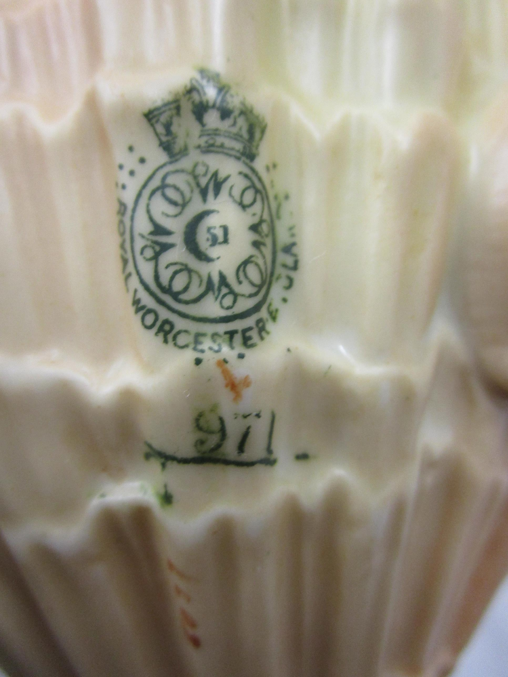 Lot 79 - 3 pieces of 'blush ivory' Royal Worcester