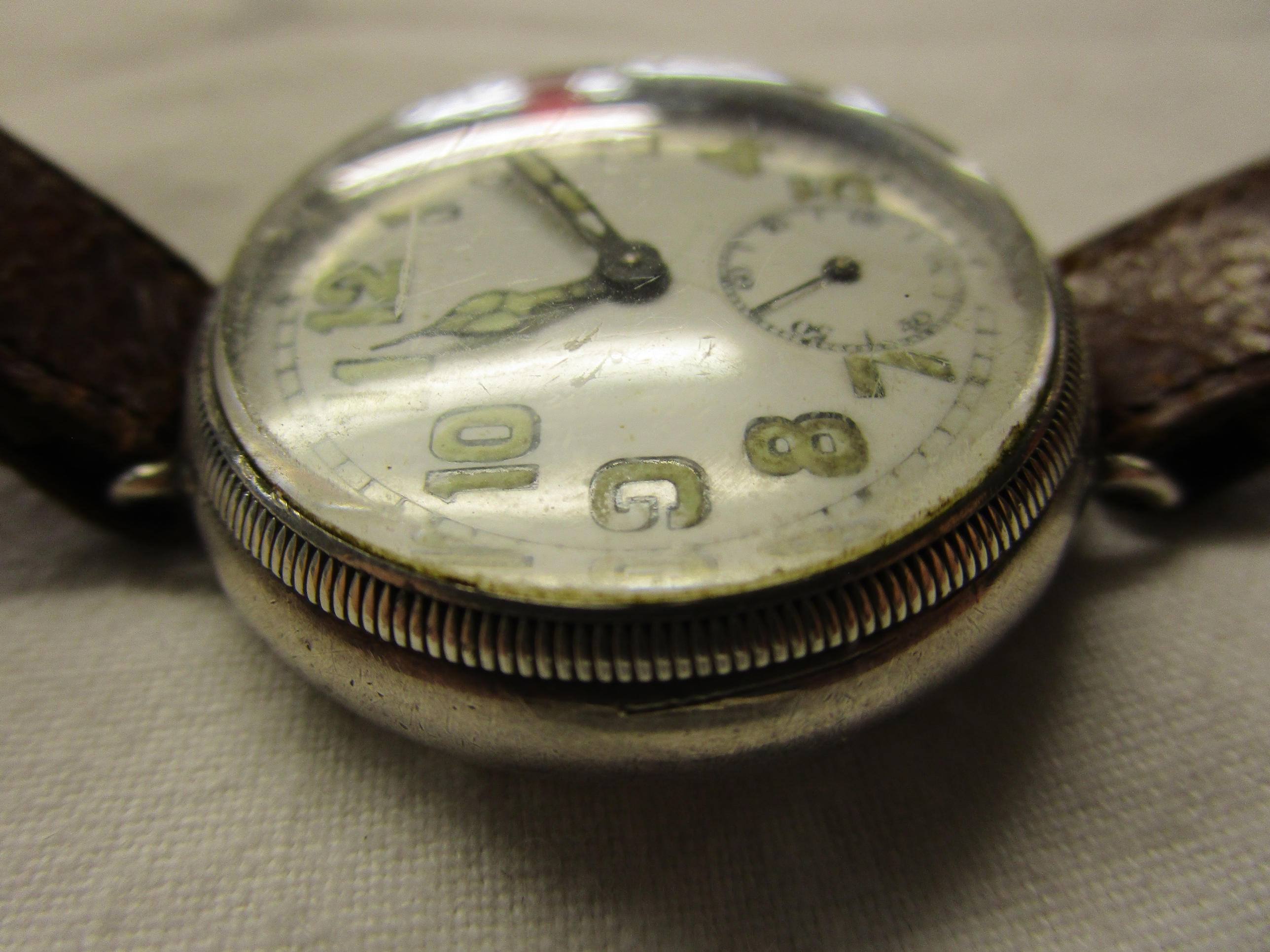 Lot 40 - WWI Sergeants silver trench watch - Marked A COX 29/07/17