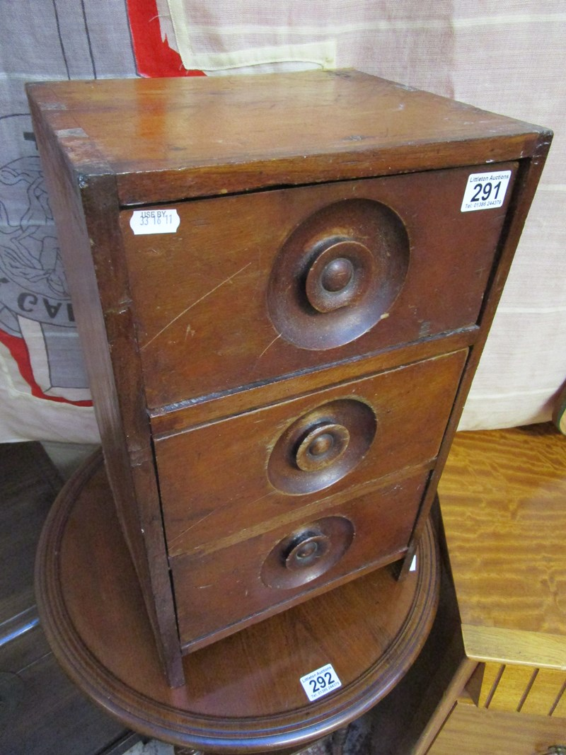 Lot 291 - 3 drawer spice chest