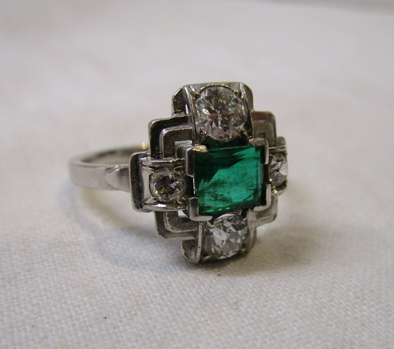 Lot 38 - Fine Art Deco diamond & emerald set ring