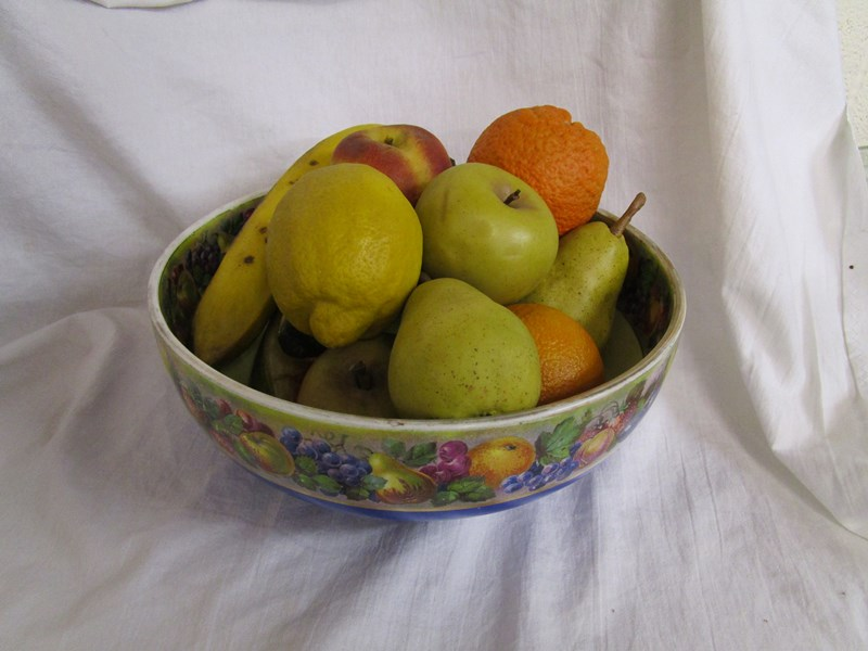 Lot 46 - VERY realistic bowl of china fruit