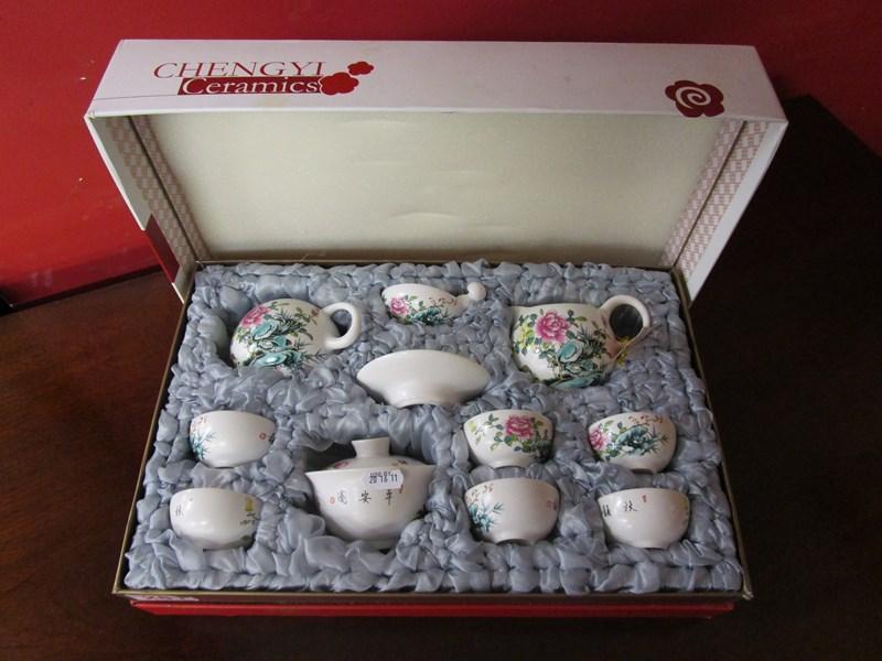 Lot 281 - Cased Chinese tea set