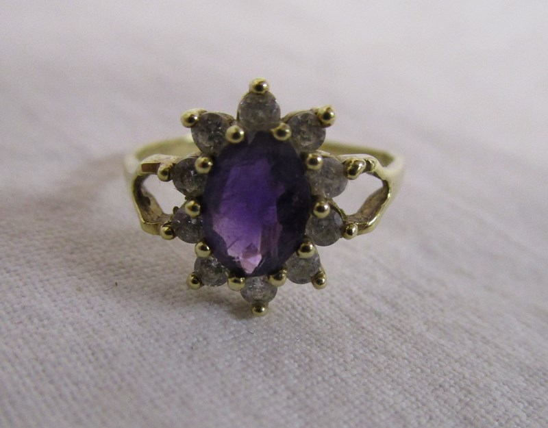Lot 13 - Gold amethyst cluster ring