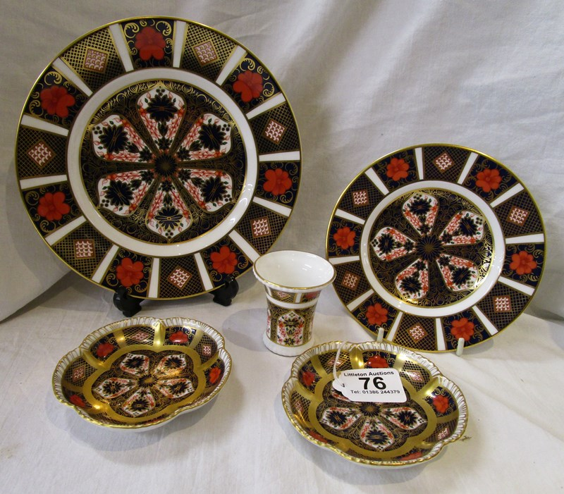 Lot 76 - 5 pieces of Royal Crown Derby