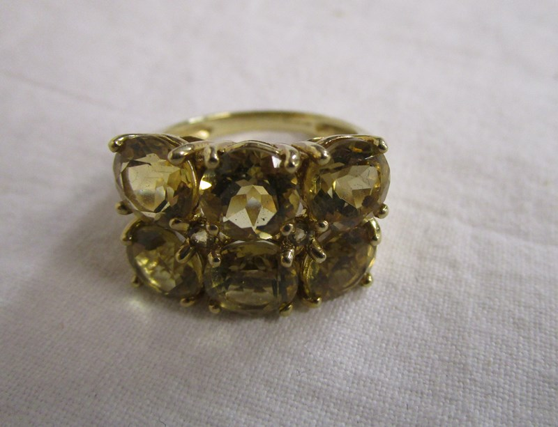 Lot 35 - Gold citrine cluster ring