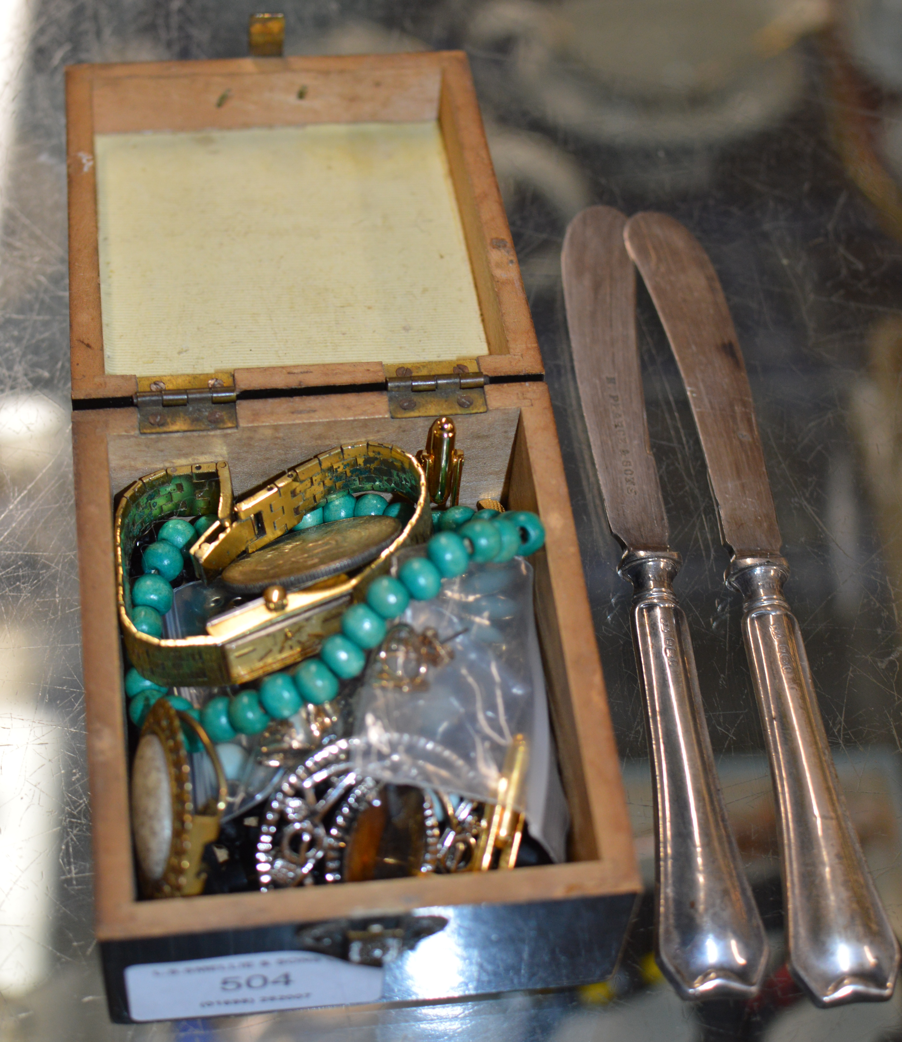 Lot 504 - 2 SILVER HANDLED KNIVES & SMALL QUANTITY OF COSTUME JEWELLERY BROOCHES, WATCHES, BEADS ETC