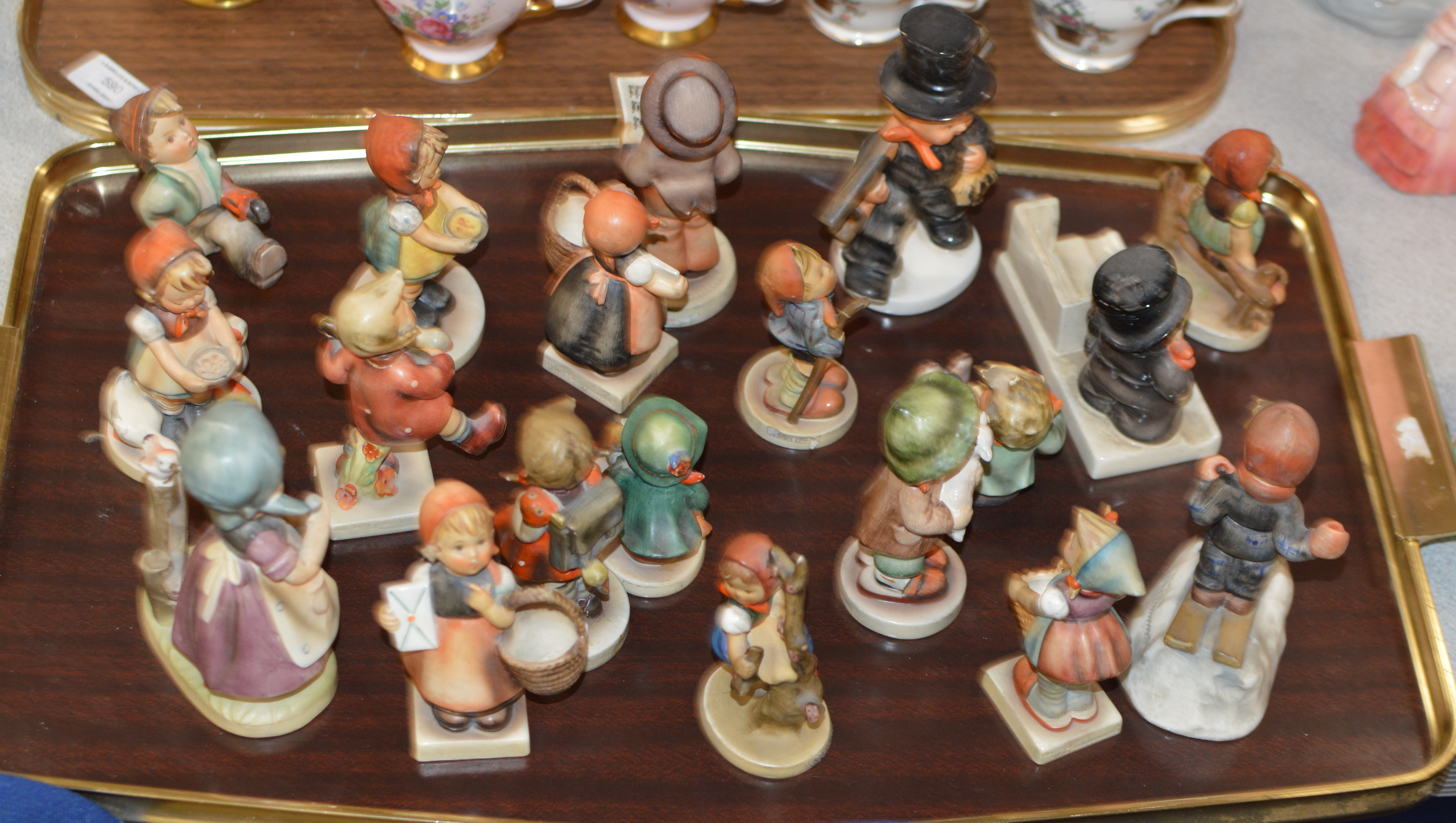 Lot 591 - TRAY CONTAINING VARIOUS HUMMEL FIGURINE ORNAMENTS
