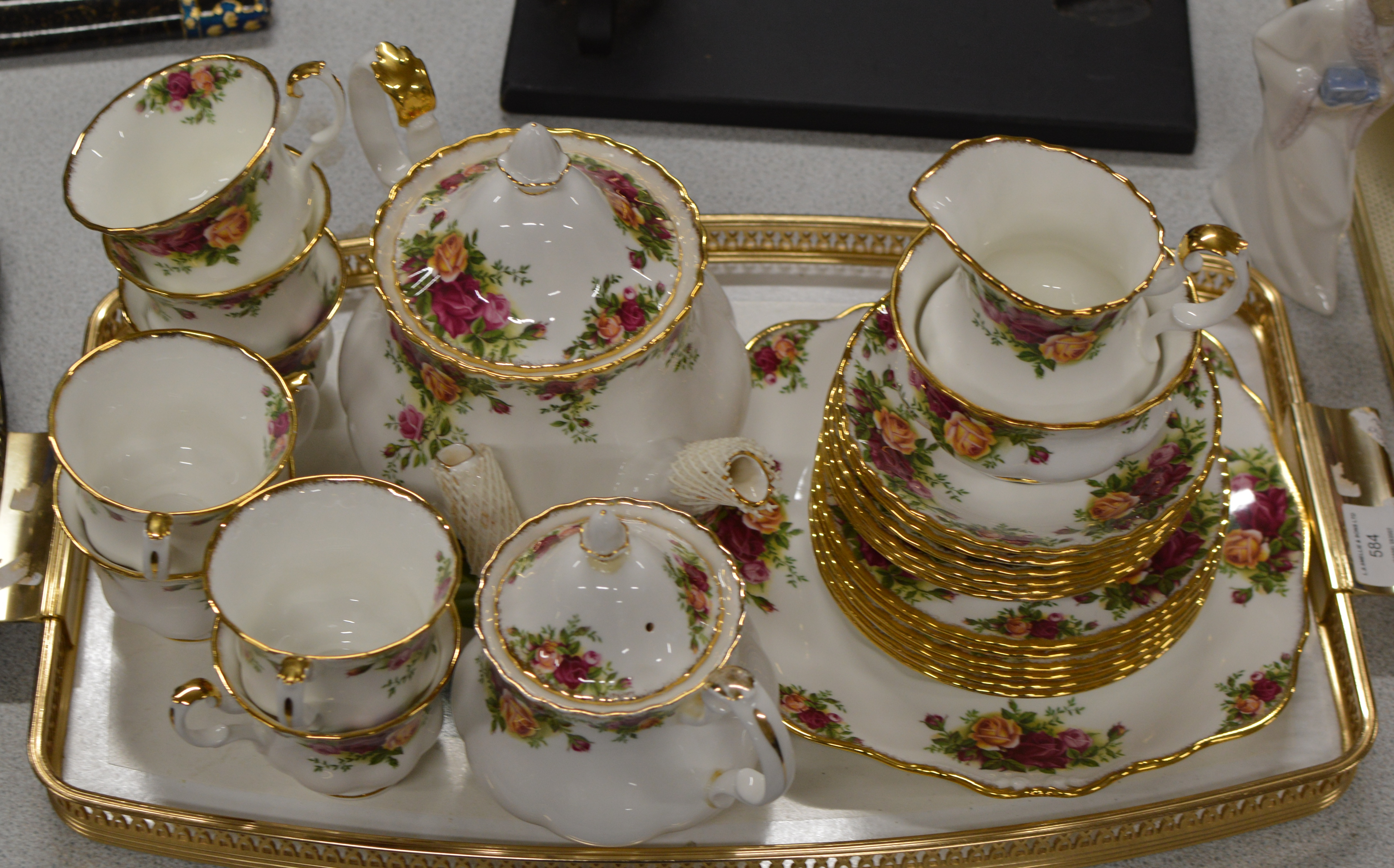 Lot 584 - HALF SET OF ROYAL ALBERT OLD COUNTRY ROSES TEA SET WITH 1 EXTRA CUP