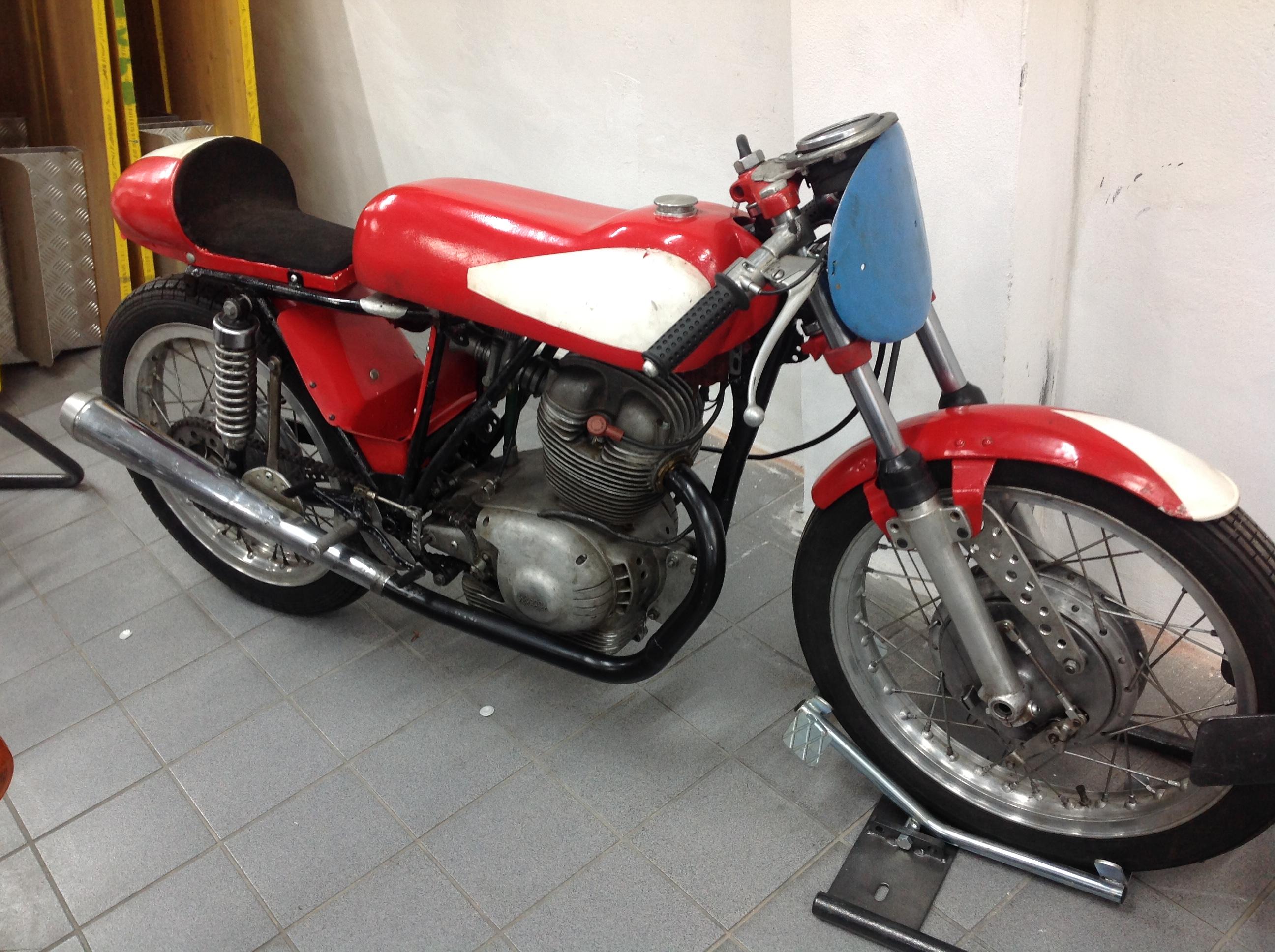 Lot 45 - SPECIAL MORINI SETTEBELLO 250