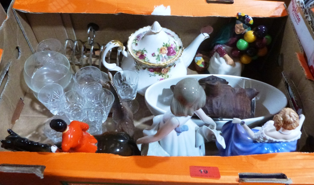 Lot 19 - A box of ceramics and glass