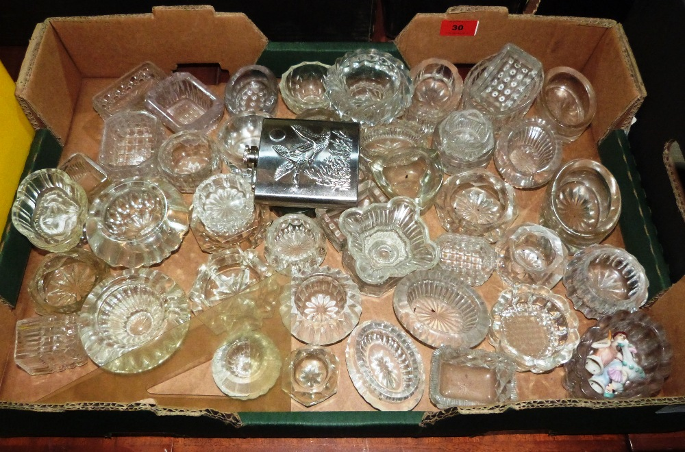 Lot 30 - A box of glass satts