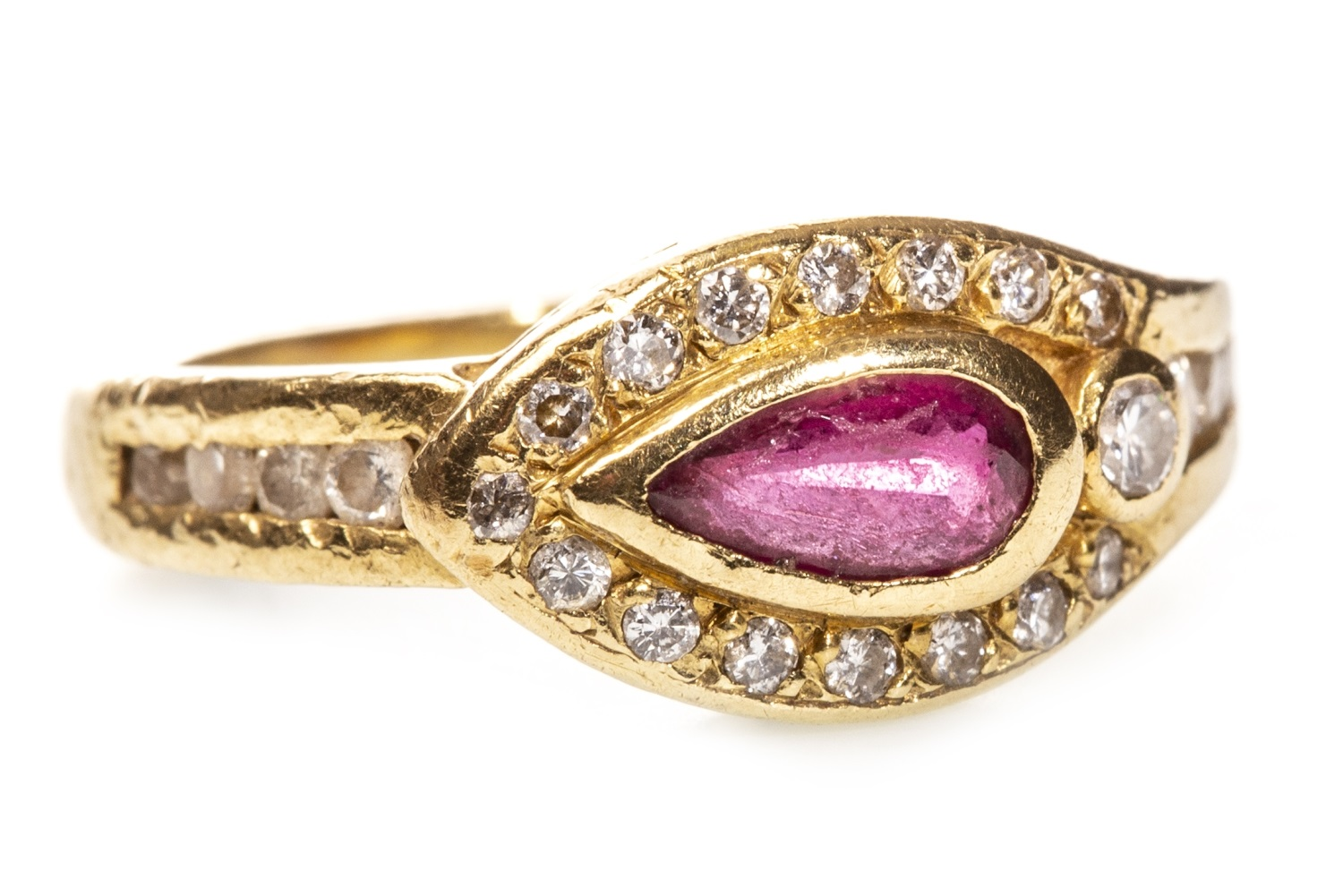 Lot 86 - A RED GEM AND DIAMOND RING