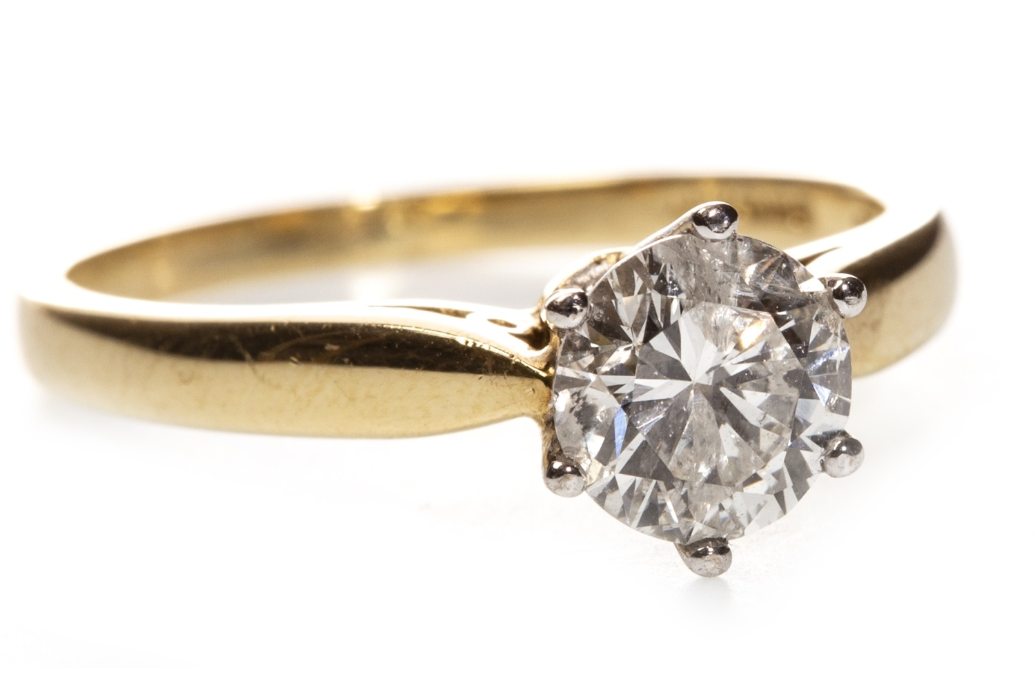 Lot 188 - A DIAMOND SOLITAIRE RING
