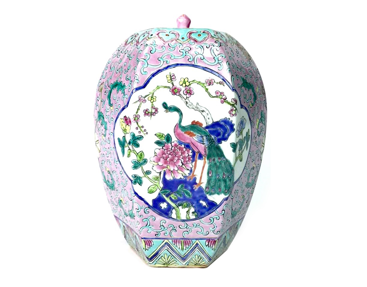 Lot 1111 - A 20TH CENTURY CHINESE FAMILLE ROSE LIDDED VASE