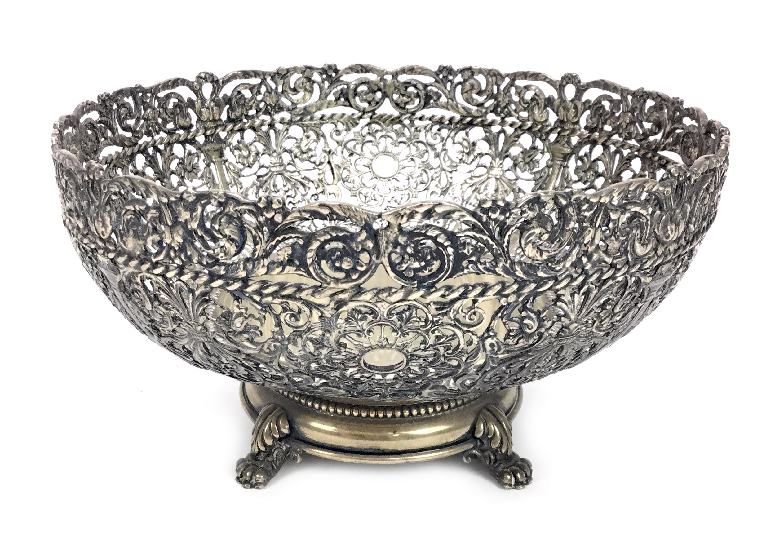 Lot 845 - A CONTINENTAL SILVER BOWL