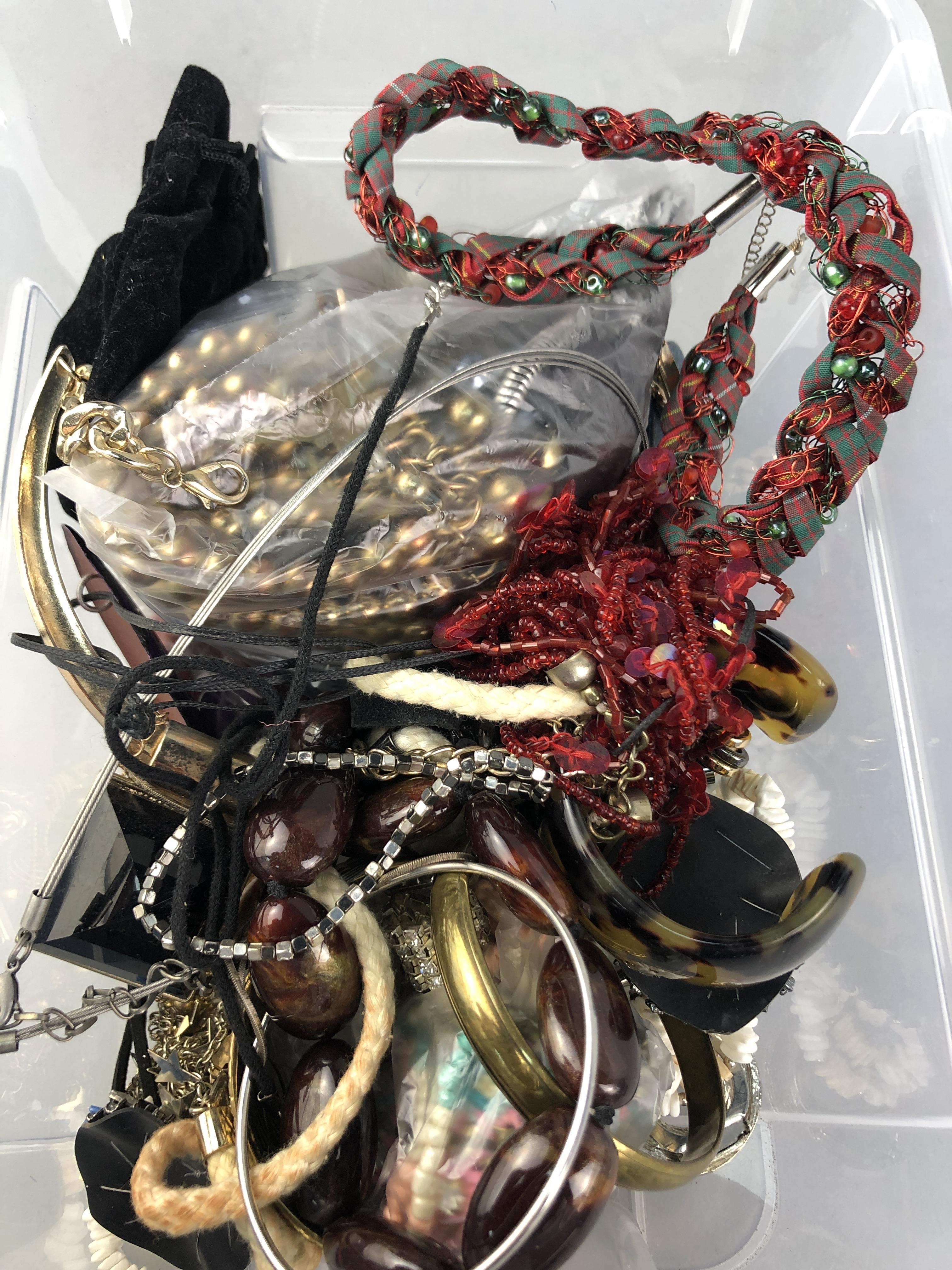 Lot 256 - A LOT OF COSTUME JEWELLERY