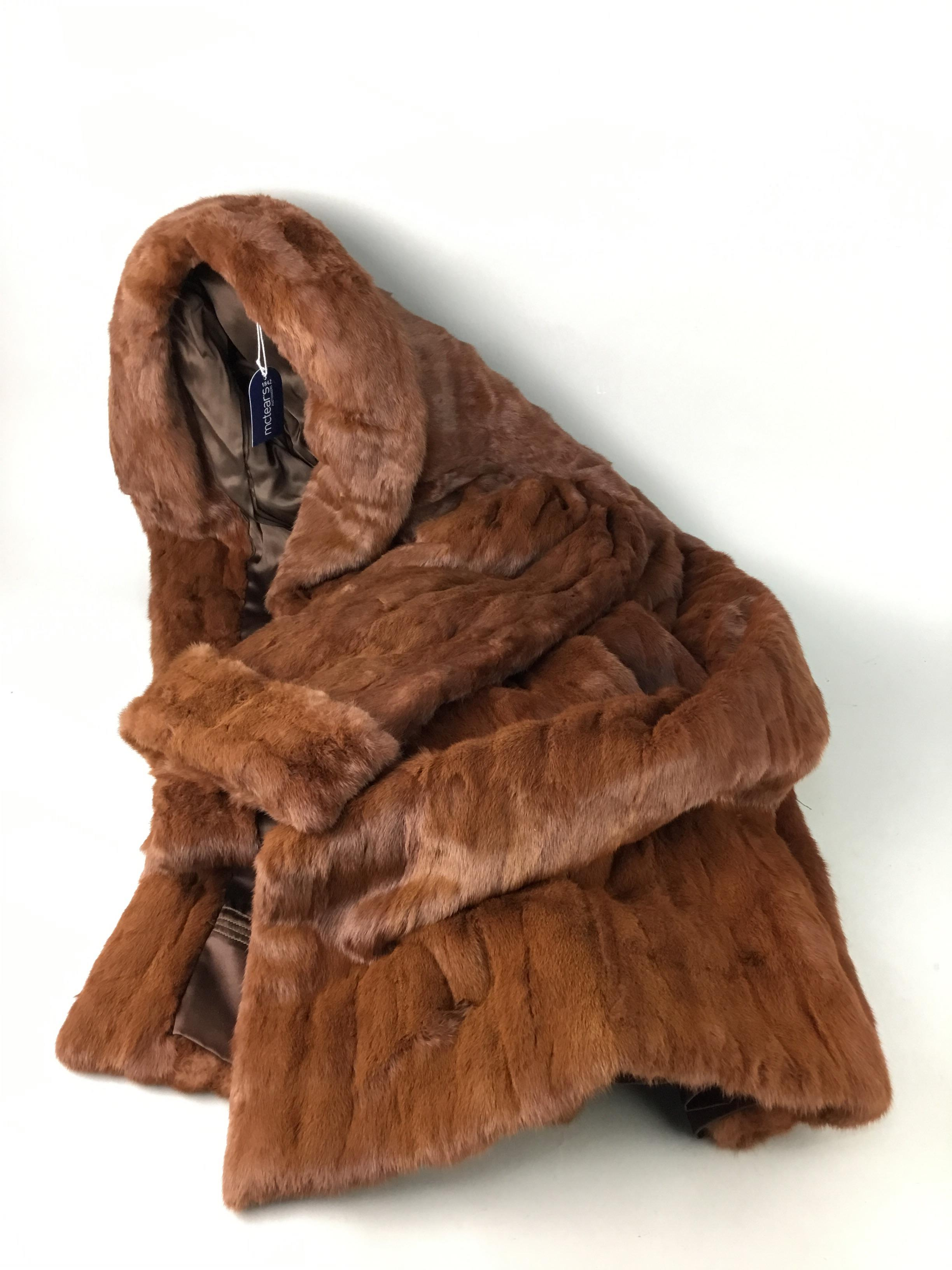 Lot 79 - A FUR COAT ALONG WITH A STOLE AND HAT
