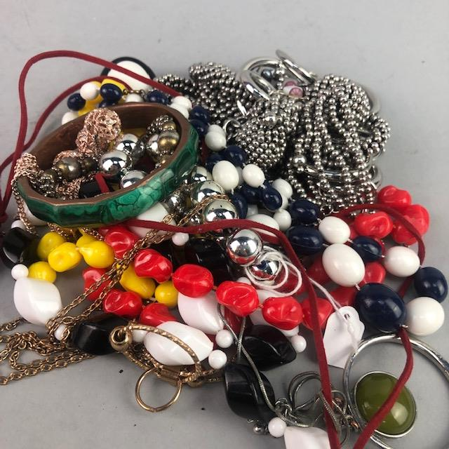Lot 202 - A LOT OF COSTUME JEWELLERY