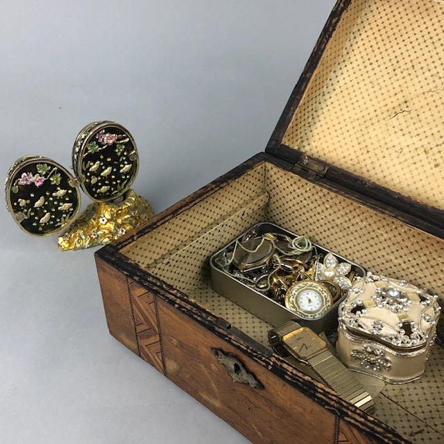 Lot 48 - AN ENAMELLED EGG ALONG WITH COSTUME JEWELLERY AND OTHER ITEMS