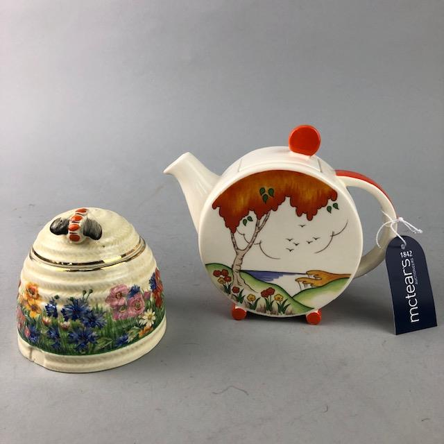 Lot 225 - AN ART DECO STYLE WEDGWOOD TEA POT AND A CLARICE CLIFF HONEY POT