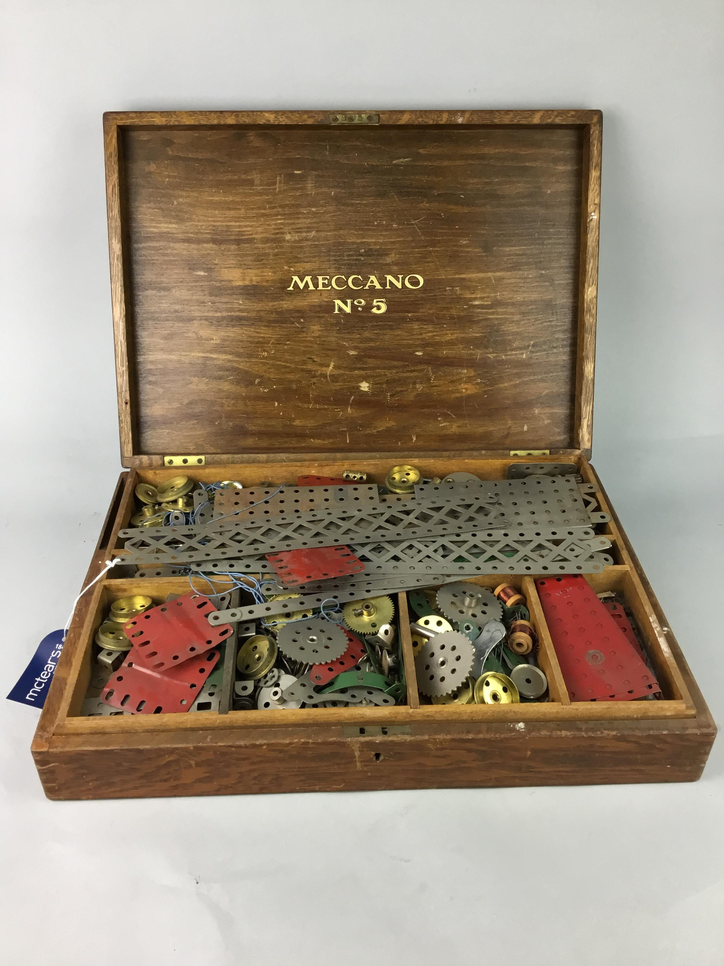 Lot 43 - A COLLECTION OF VINTAGE MECCANO PARTS
