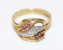 14 k Gelbgold Ring mit 4 Rubinen und 2 Diamanten in Weißgold gefaßt, Gr. 55
