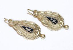 Paar Doublé Trachten-Ohrhänger mit schwarzem Email, 19. Jahrhundert, L 3,3 cm