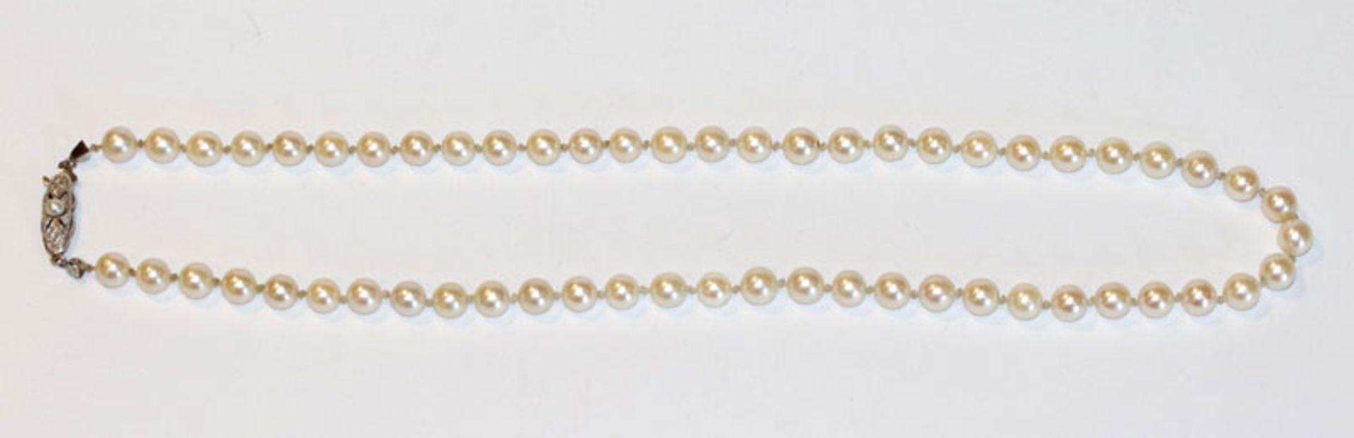 Perlenkette mit 14 k Weißgoldschließe, L 45 cm