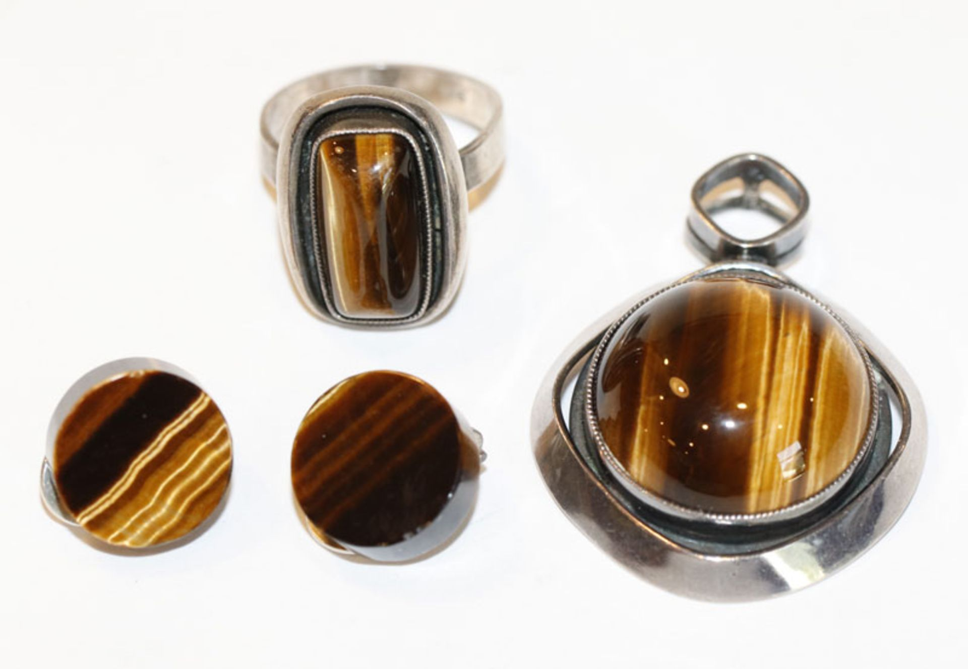 Silber Schmuck-Set mit Tigerauge: Anhänger, D 3,2 cm, Ring, Gr. 61, und Paar Ohrclips