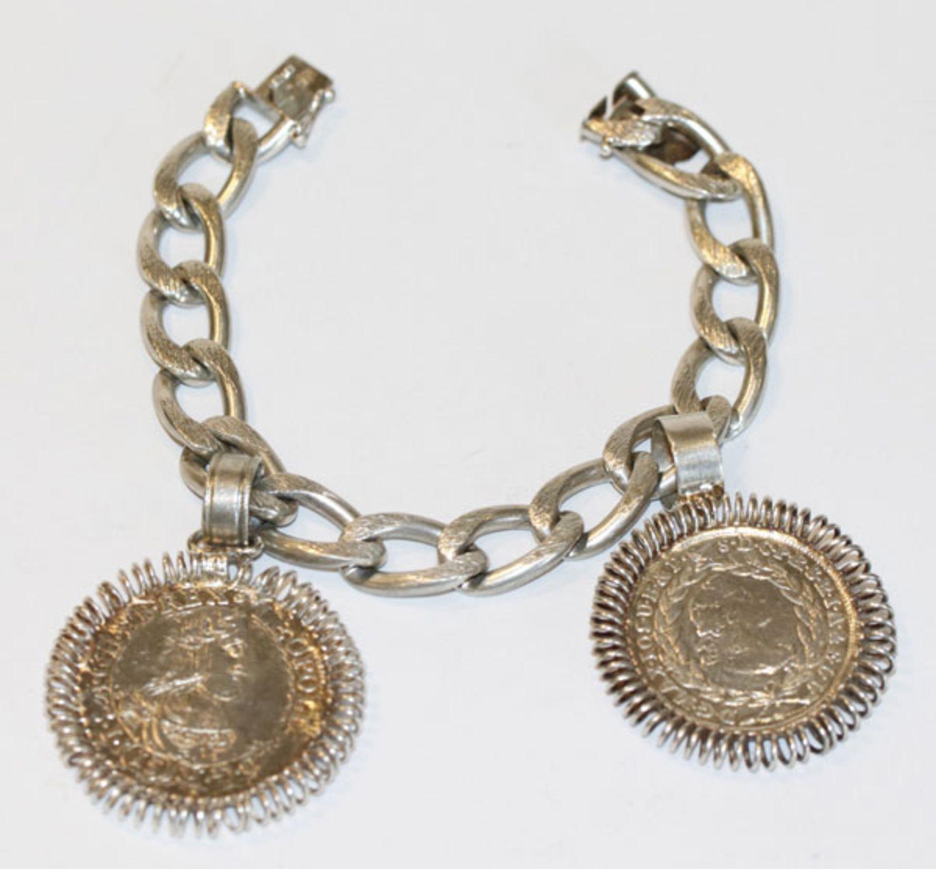Silber Gliederarmband, teils graviert mit 2 Münzanhänger, datiert 1765 und 1664, L 19 cm, 61 gr.