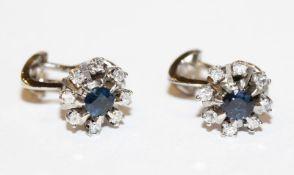 Paar 18 k Weißgold Ohrstecker/Clips mit Safir und je 8 Diamanten, 7,3 gr., D 1,2 cm