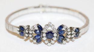 Dekoratives 18 k Weißgold Armband mit 13 Safiren, 4,4 ct., und 36 Diamanten, zus. 1,08 ct., 21