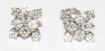 Paar 18 k Weißgold Ohrstecker mit je 8 Diamanten, klassische Handarbeit, D 1,5 cm