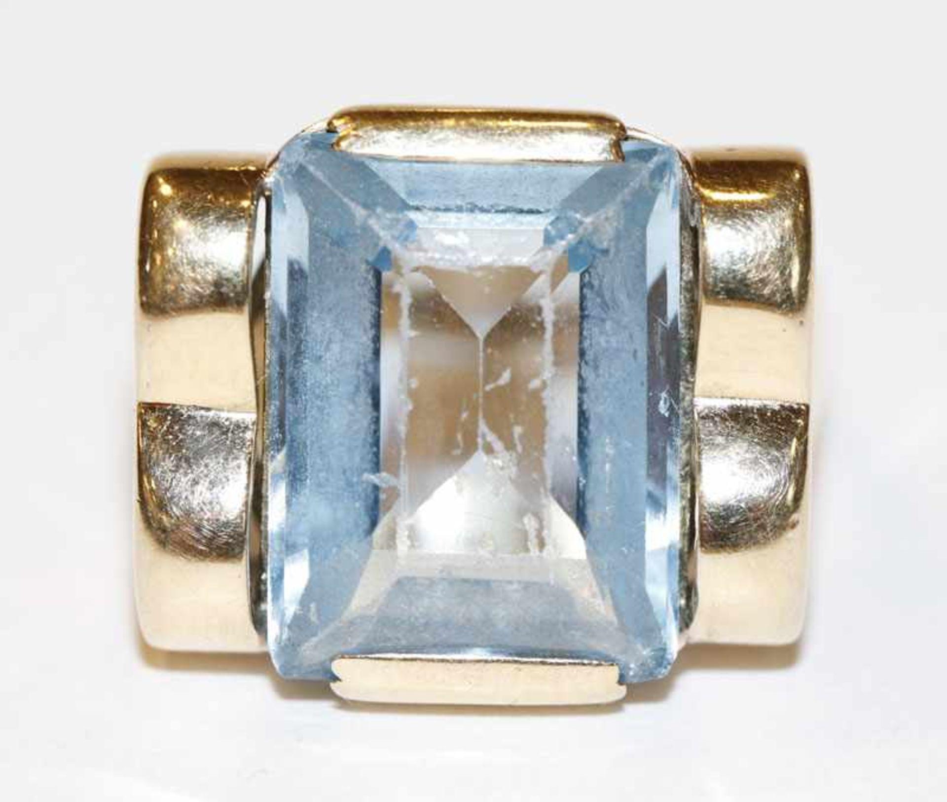 Los 8 - 14 k Gelbgold Ring mit Blautopas, 7,3 gr., Gr. 59, Steinoberfläche hat Kratzspuren, getragen