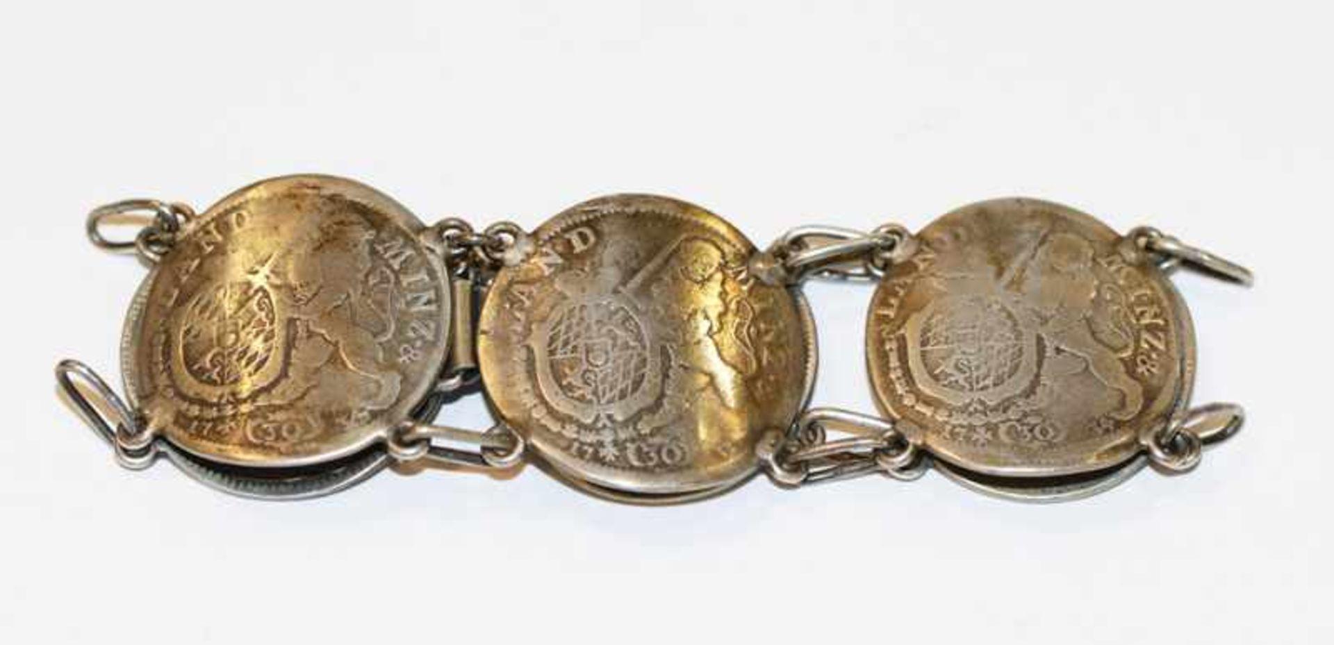 Los 3 - Silber Armband aus 6 x 30 Kreuzer um 1733, 43 gr., L 18 cm, getragen