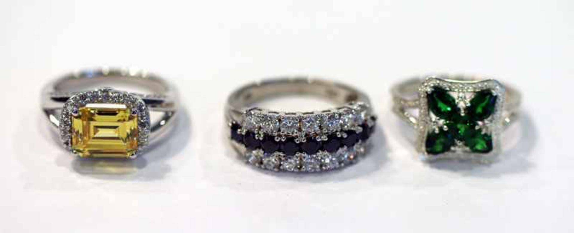 Los 2 - 3 dekorative Sterlingsilber Ringe mit farbigen Glassteinen, Gr. 57/59
