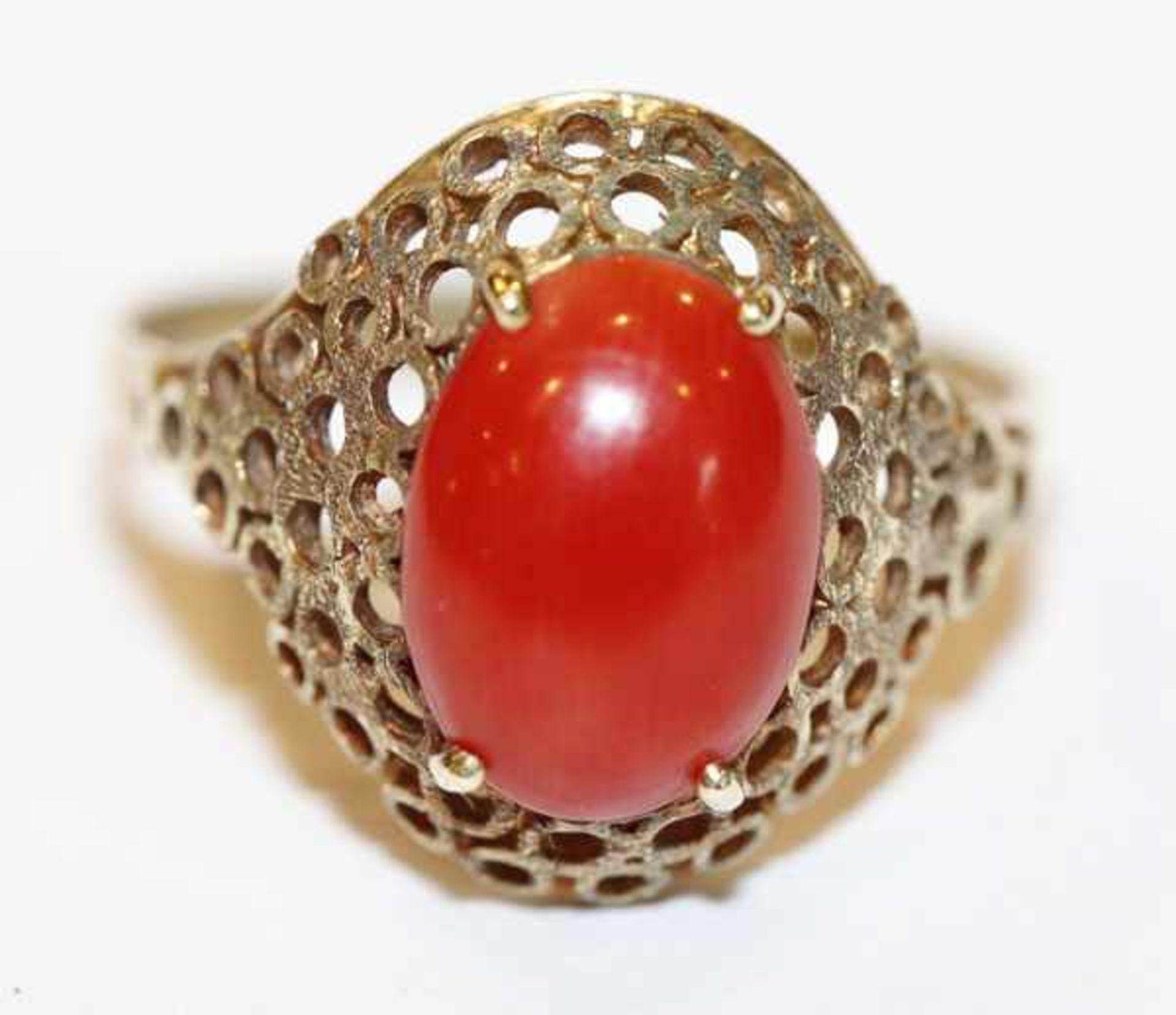 Los 31 - 14 k Gelbgold Ring mit Koralle, 3,2 gr., Gr. 58