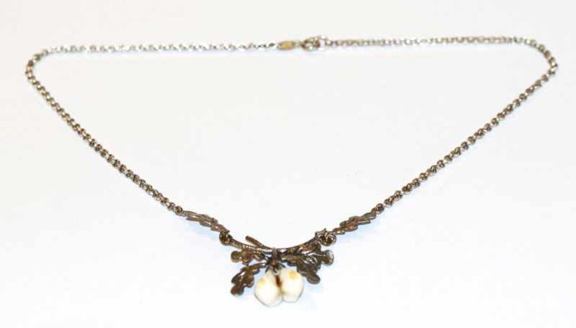 Los 4 - Silber Collierkette mit plastischem Eichenlaub und Grandelpaar, L 38 cm