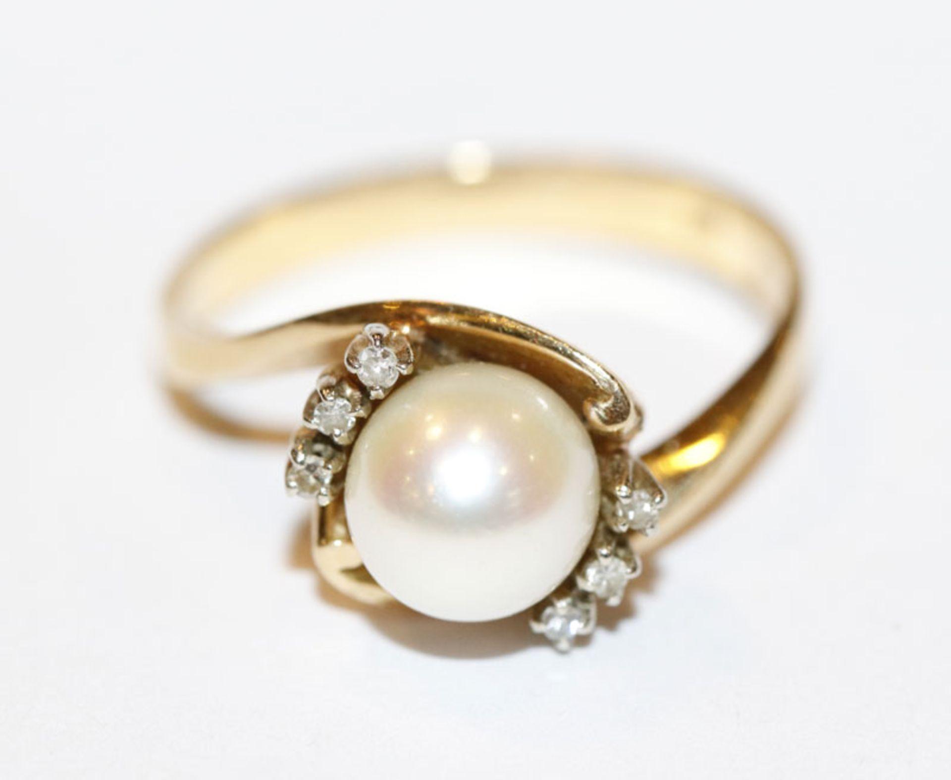 18 k Gelbgold Ring mit Perle und 6 in Weißgold gefaßten Diamanten, 4,2 gr., Gr. 54
