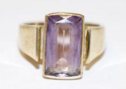14 k Gelbgold Ring mit Amethyst, 7,6 gr., Gr. 59
