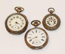 Konvolut von 3 silbernen Taschenuhren, teils beschädigt und nicht komplett, D 3,5/5 cm