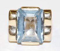 14 k Gelbgold Ring mit Blautopas, 7,3 gr., Gr. 59, Steinoberfläche hat Kratzspuren, getragen