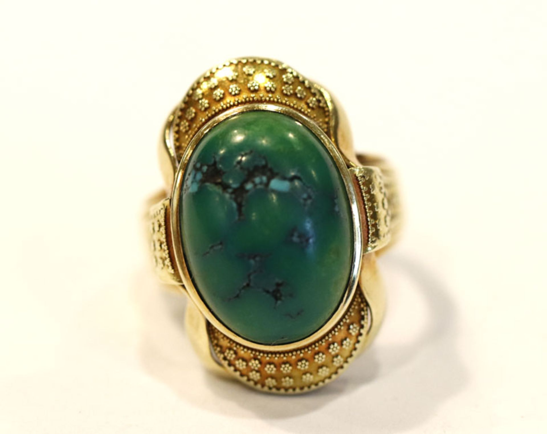 14 k Gelbgold Ring mit grünem Farbstein, Handarbeit, 12,7 gr., Gr. 60