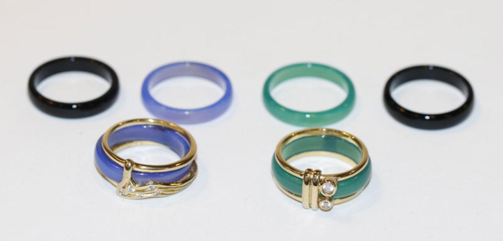 2 x 8 k Gelbgold Ringe mit austauschbaren Steinringen in verschiedenen Farben, Gr. 55, in Etui