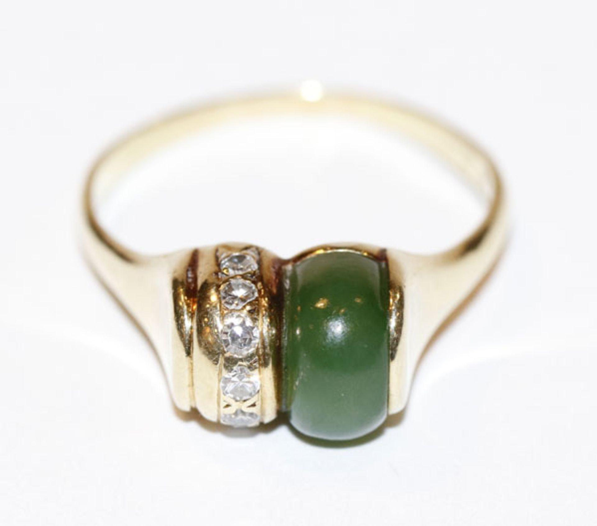 14 k Gelbgold Ring mit 7 Diamanten und Jade, 5,6 gr., Gr. 62