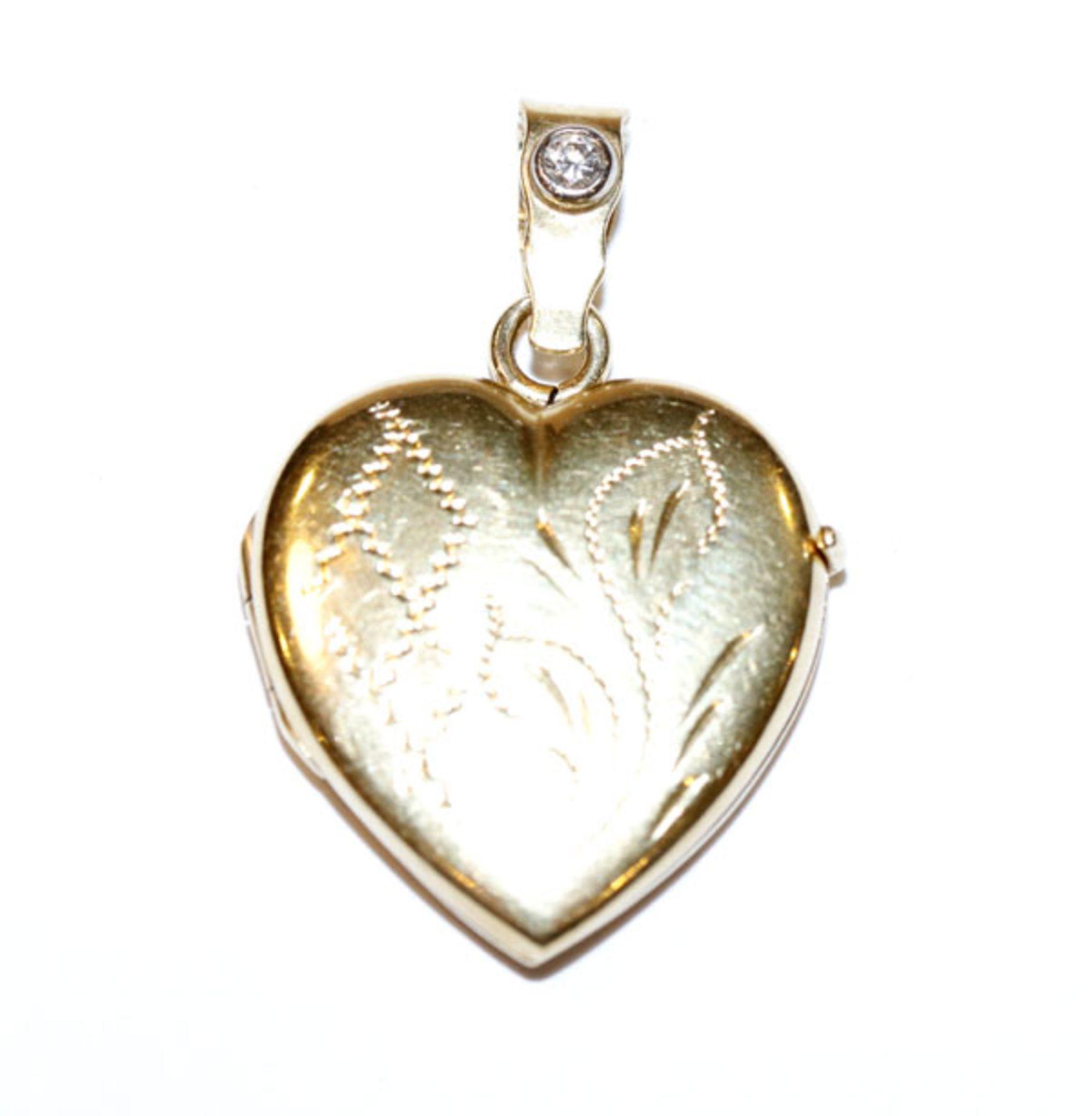 18 k Gelbgold Medaillon-Herzanhänger, fein graviert und mit einem Diamant besetzt, aufklappbar, H