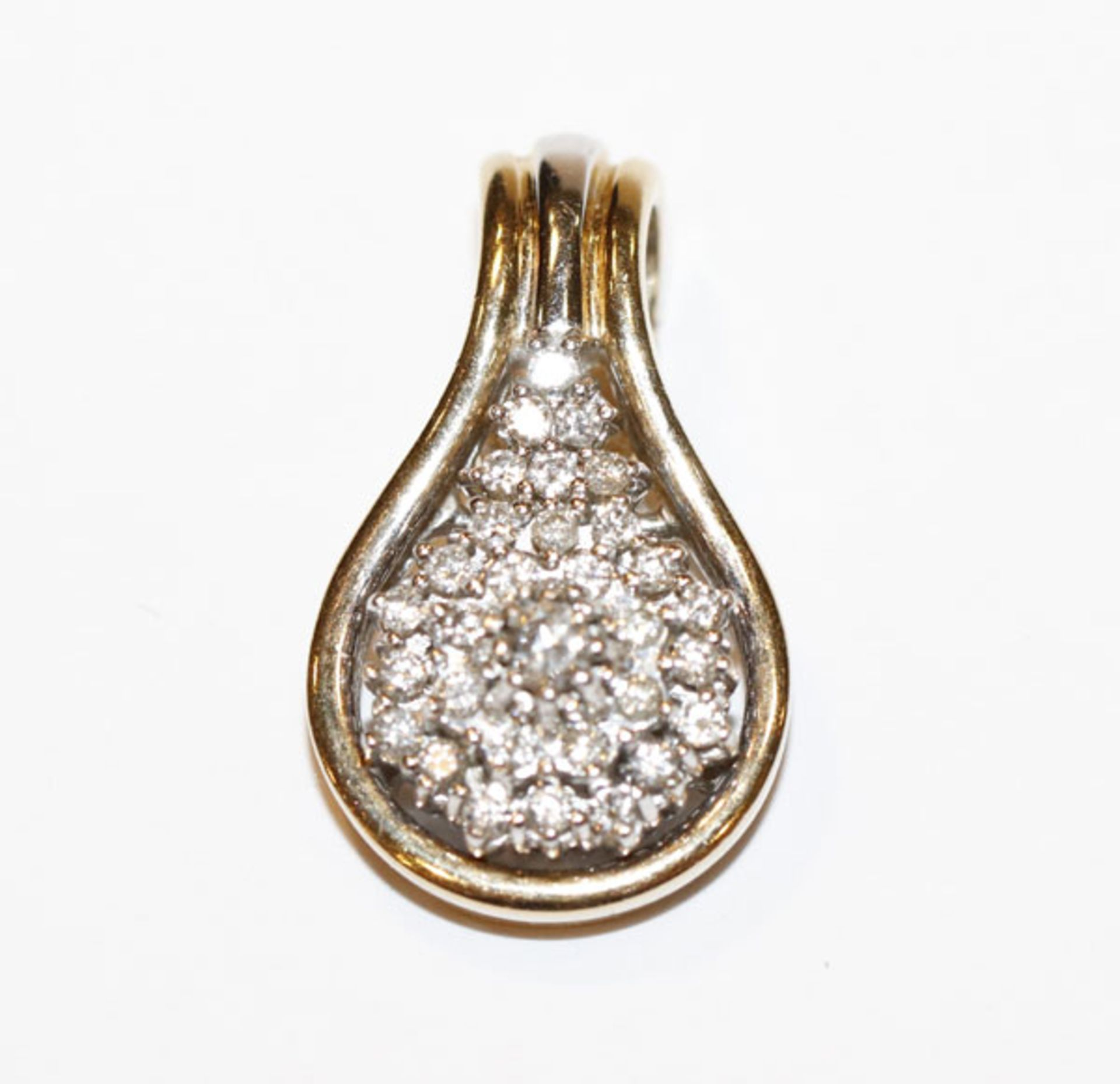 14 k Gelbgold Anhänger/Clip mit 31 in Weißgold gefaßten Diamanten, ca. 0,50 ct., 9,4 gr., klassische