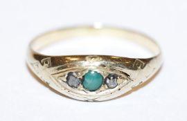 14 k Gelbgold (geprüft) Ring mit 2 Rosendiamanten und grünem Farbstein, beschädigt, 2,8 gr., Gr. 61